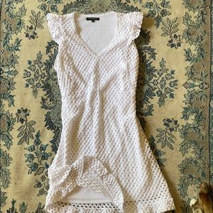 Slimming white lace dress